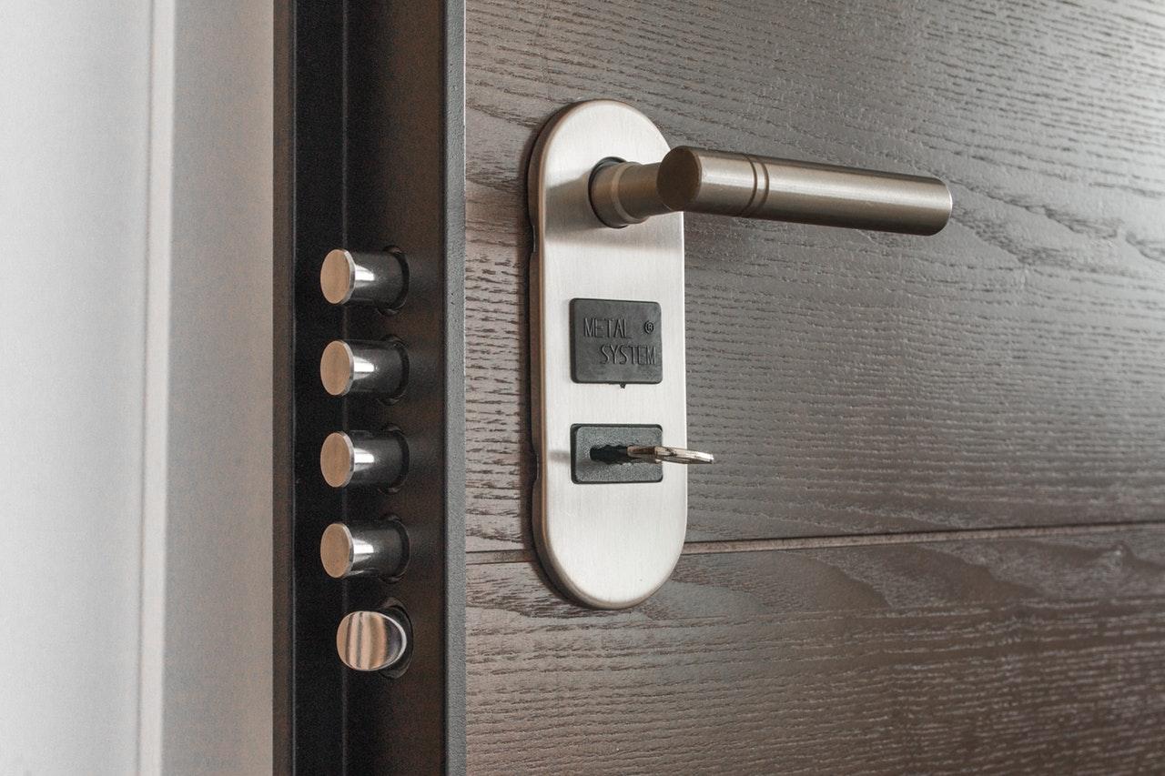 Comment choisir une serrure pour votre porte d'entrée?