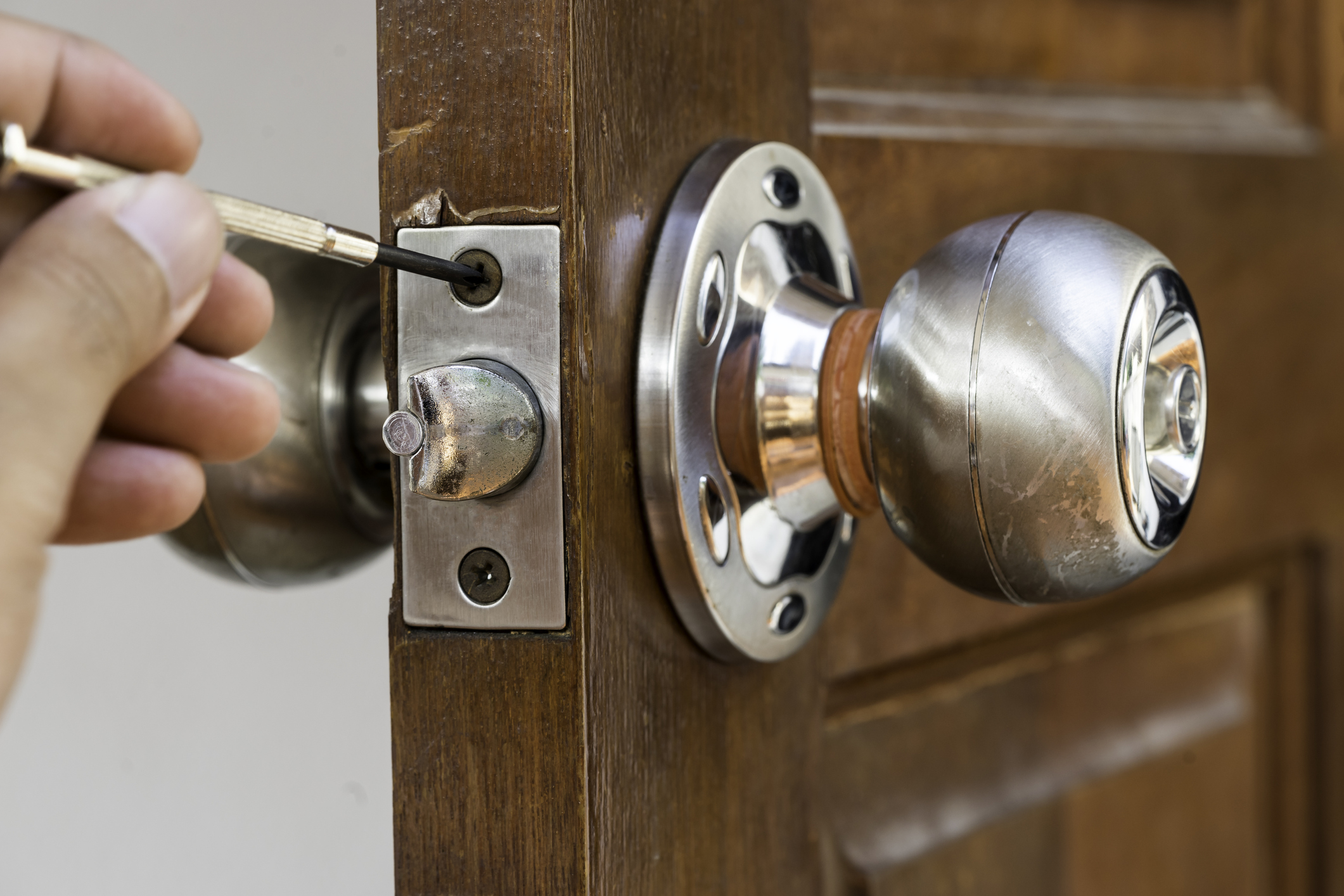 L'entretien de la serrure d'une porte intérieure